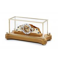 Matthias Näschke Tischuhr NT 5, vergoldetes Uhrwerk, goldfarbener Stinsockel