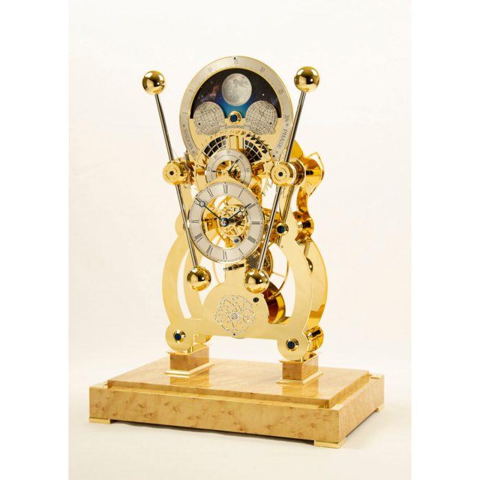 Sinclair Harding Tischuhr Sea Clock Moonphase vergoldet, mit Vogelaugenahorn Sockel